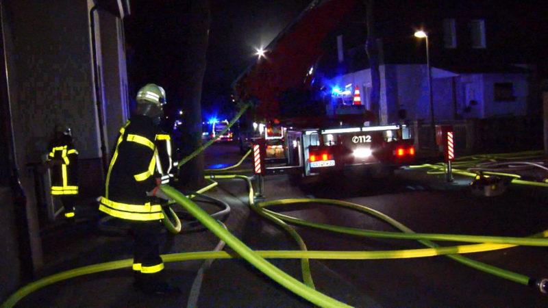 Sanitäter springen für Feuerwehr ein (Foto: SAT.1 NRW)