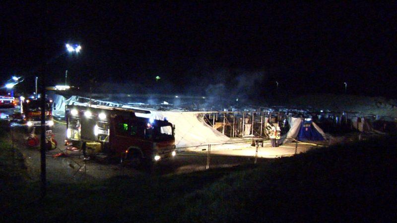 Flüchtlingsheim brennt komplett nieder (Foto: SAT.1 NRW)