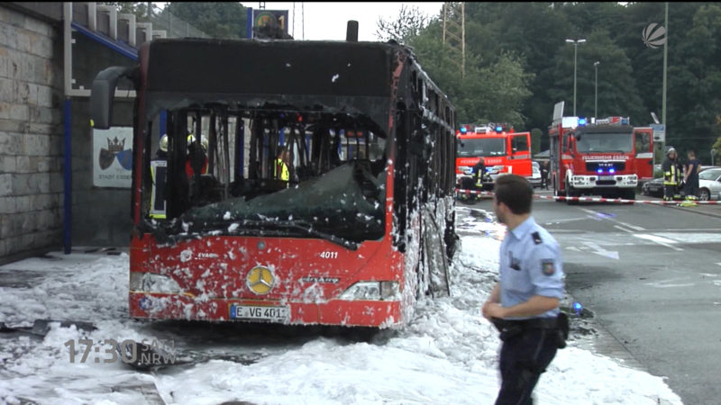 Linienbus brennt in Essen (Foto: SAT.1 NRW)
