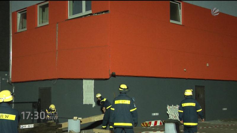 Betonplatte an einem Hochhaus löst sich (Foto: SAT.1 NRW)