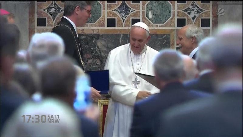Papst erhält Karlspreis (Foto: SAT.1 NRW)