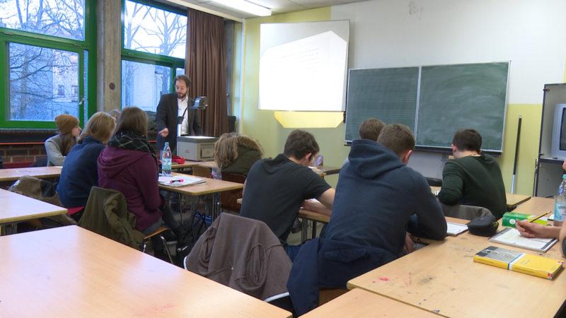 110 Stunden Unterrichtsausfall ... (Foto: SAT.1 NRW)