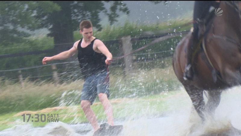 Hochwasser-Wakeboarding (Foto: SAT.1 NRW)