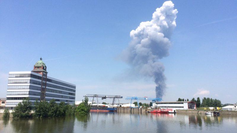 Flüchtlingsunterkunft brennt in Düsseldorf (Foto: SAT.1 NRW)