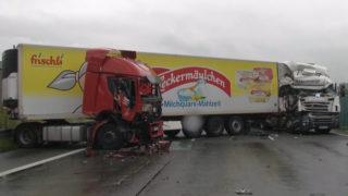LKW-Unfall legt A2 lahm (Foto: SAT.1 NRW)