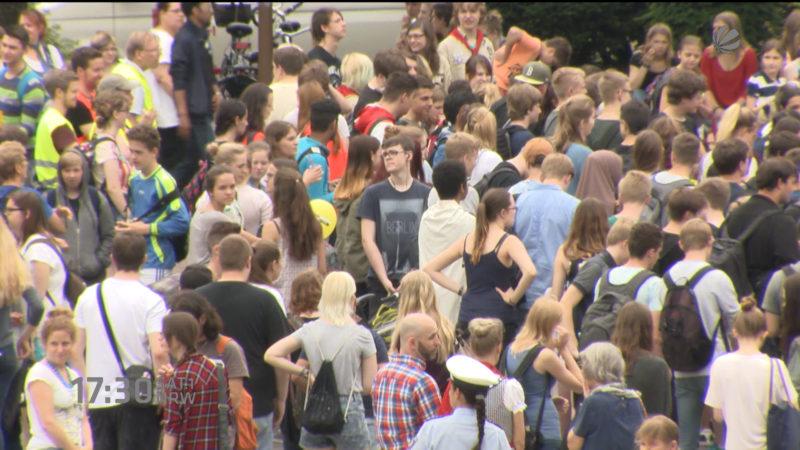 Schülerdemo gegen Fremdenhass (Foto: SAT.1 NRW)