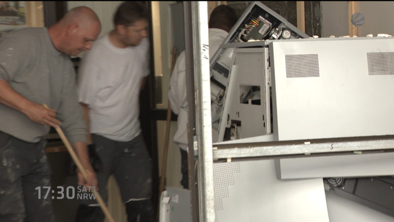 Geldautomaten-Sprenger auf der Flucht (Foto: SAT.1 NRW)