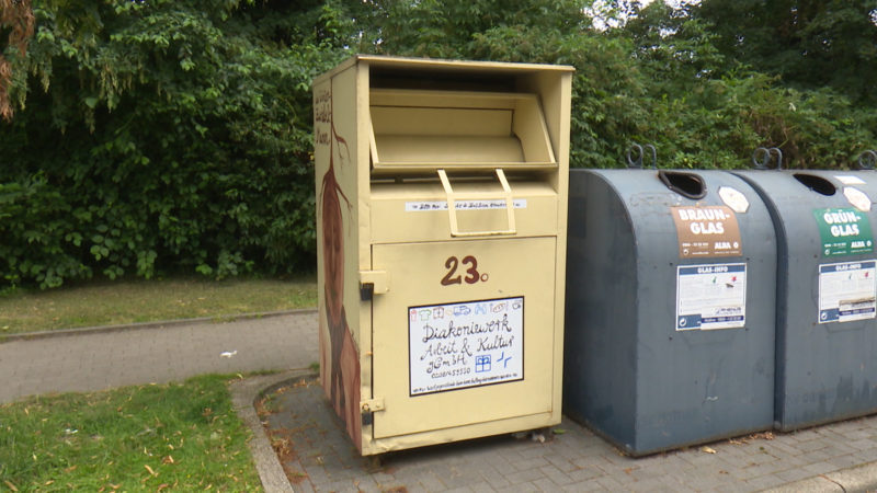 Mann stirbt in Altkleidercontainer (Foto: SAT.1 NRW)