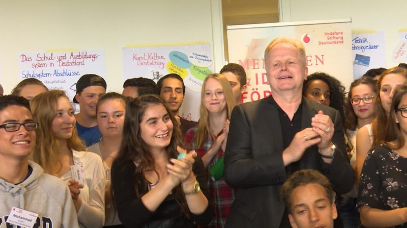 Grönemeyer singt mit Jugendlichen (Foto: SAT.1 NRW)