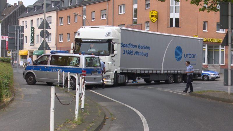 LKW fährt Frau tot (Foto: SAT.1 NRW)
