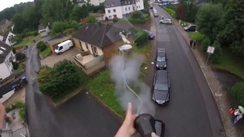 Storch mit Netz gefangen (Foto: tiernotruf.de)