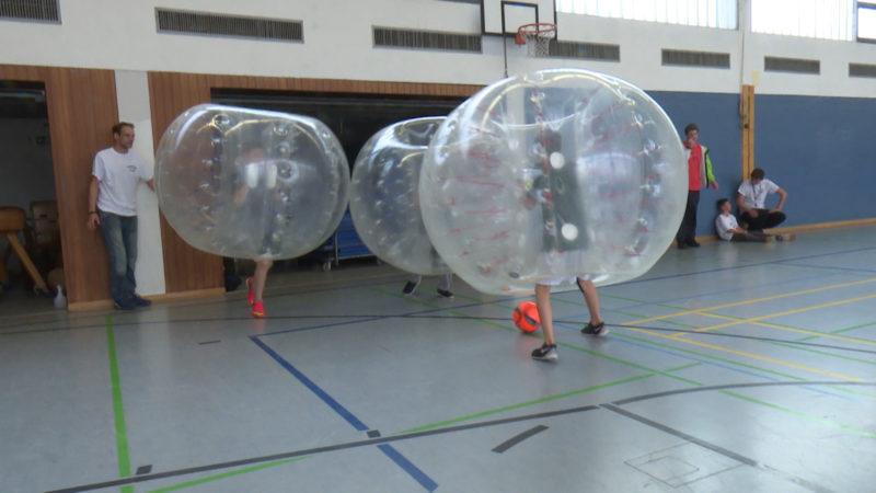 Bubble-Soccer für die Integration (Foto: SAT.1 NRW)