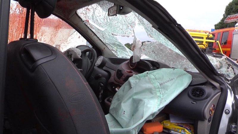 Stahlplatte tötet Autofahrer (Foto: SAT.1 NRW)