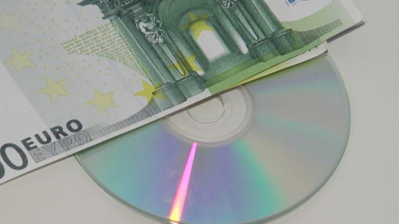 """Teure """"Steuer-CDs"""" werden verschenkt (Foto: SAT.1 NRW)"""
