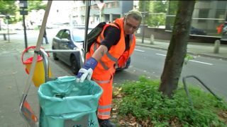 Langzeitarbeitslose sollen Straße fegen (Foto: SAT.1 NRW)