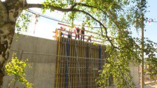 Schallschutzmauer verärgert Anwohner (Foto: SAT.1 NRW)