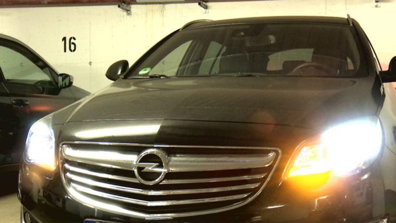 Opel der Bürgermeisterin: Fährt nicht, kostet nur (Foto: SAT.1 NRW)