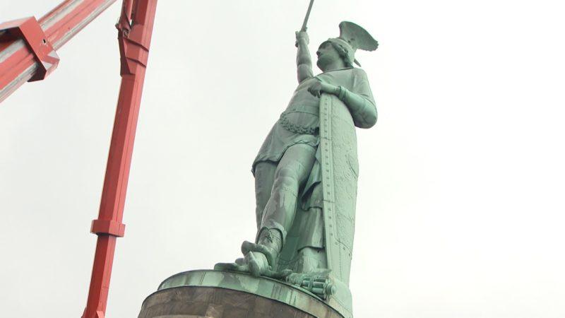 Hermann wird nach 140 Jahren geputzt (Foto: SAT.1 NRW)