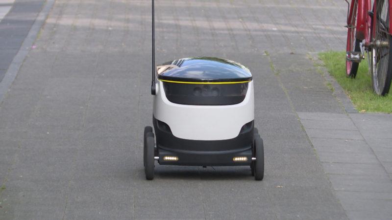 Roboter liefert für Mediamarkt (Foto: SAT.1 NRW)