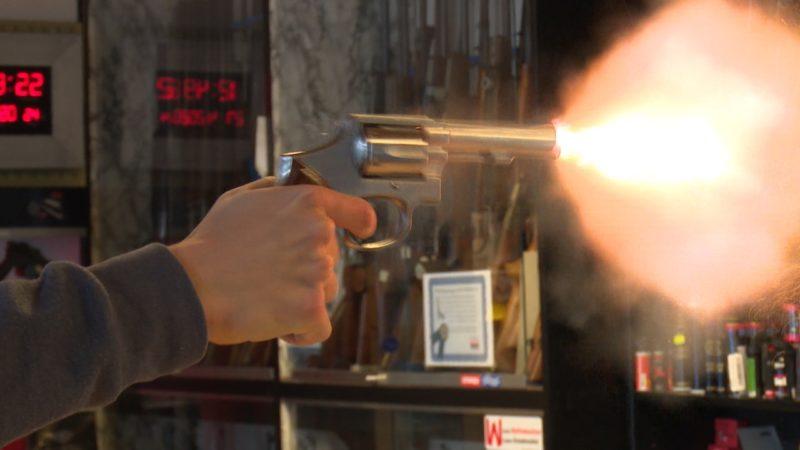 Mehr Menschen wollen Waffenschein (Foto: SAT.1 NRW)