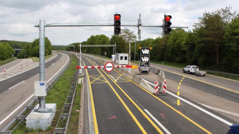 Schrankenaufbau auf Leverkusener  A1 Brücke startet (Foto: SAT.1 NRW)