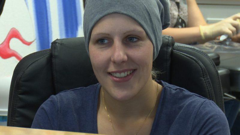 Trotz Hirntumor: Sarah will das Leben geniessen (Foto: SAT.1 NRW)