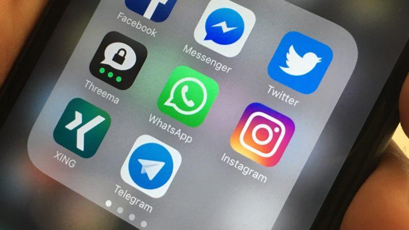 WhatsApp als Buch (Foto: SAT.1 NRW)