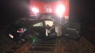 Bahn erfasst Auto (Foto: NRW lokal)