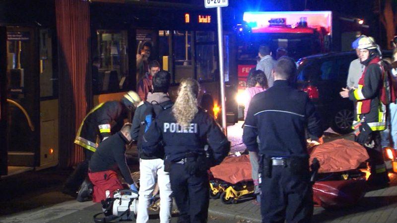 Mann wird von Bus mitgeschleift (Foto: SAT.1 NRW)