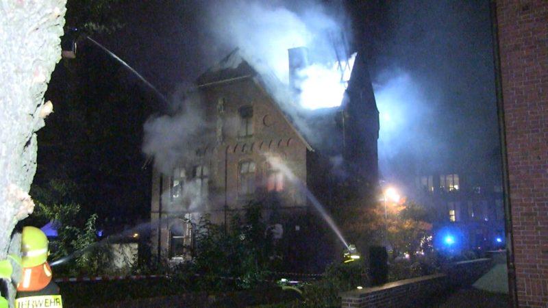 Pfarrhaus komplett abgebrannt (Foto: SAT.1 NRW)
