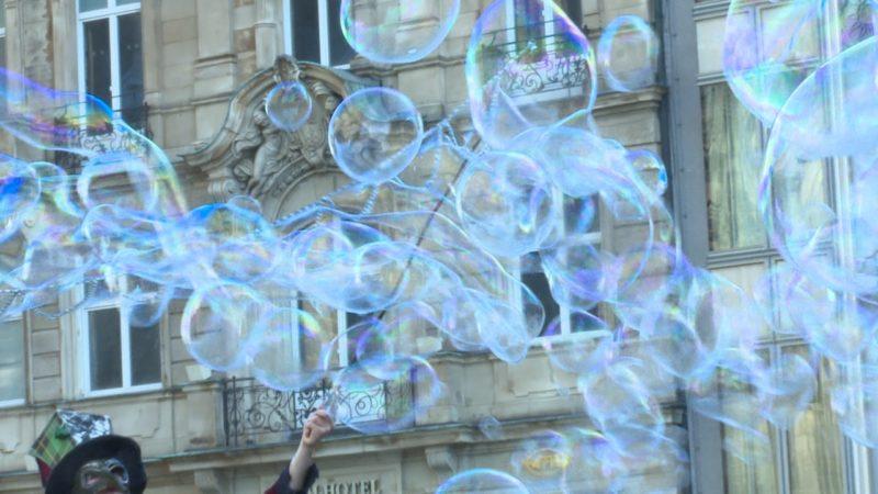 Flashmob gegen Seifenblasen-Verbot (Foto: SAT.1 NRW)