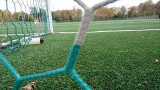 Clan stürmt Fußballplatz (Foto: SAT.1 NRW)