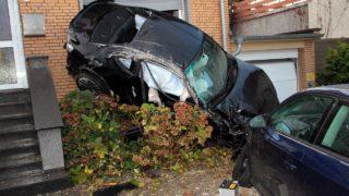 Fahrer stirbt bei Crash gegen Hauswand (Foto: VideoNews24)