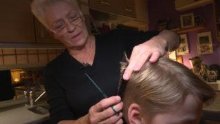 Haare schneiden lassen - kostenlos (Foto: SAT.1 NRW)