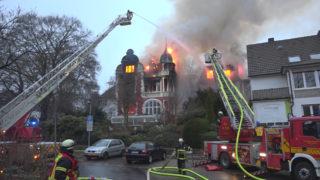 Feuer in Villa in Herdecke (Foto: Tallasch)