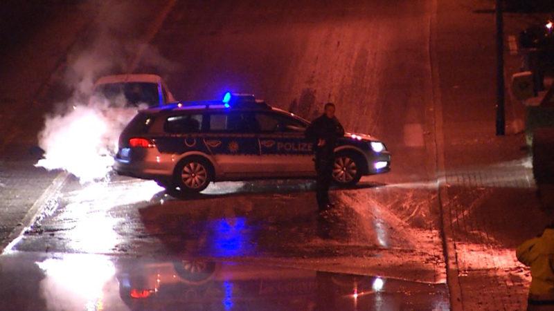 Wasserrohrbruch verursacht Glatteis (Foto: Telenews Network)