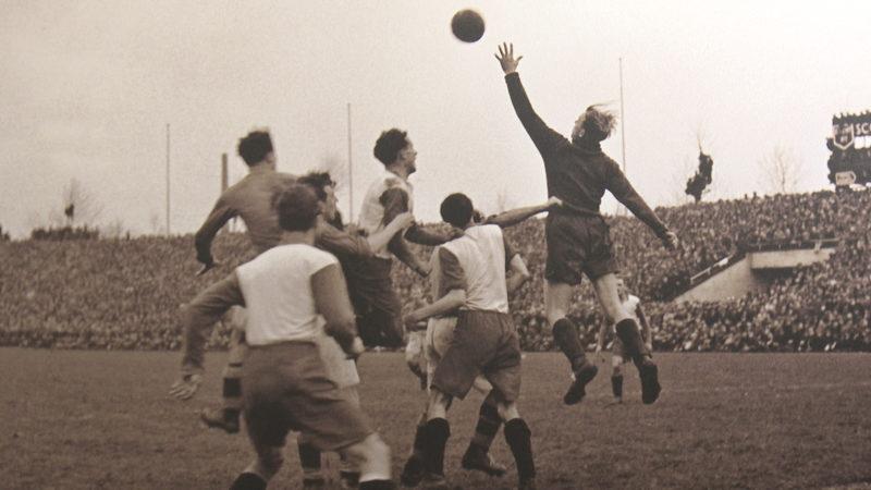 Fortuna Düsseldorf gegen den FC Schalke 04 im Rheinstadion in Düsseldorf 1948.  Quelle: Pressebilderdienst C.C. Stachscheid (Foto: SAT.1 NRW)