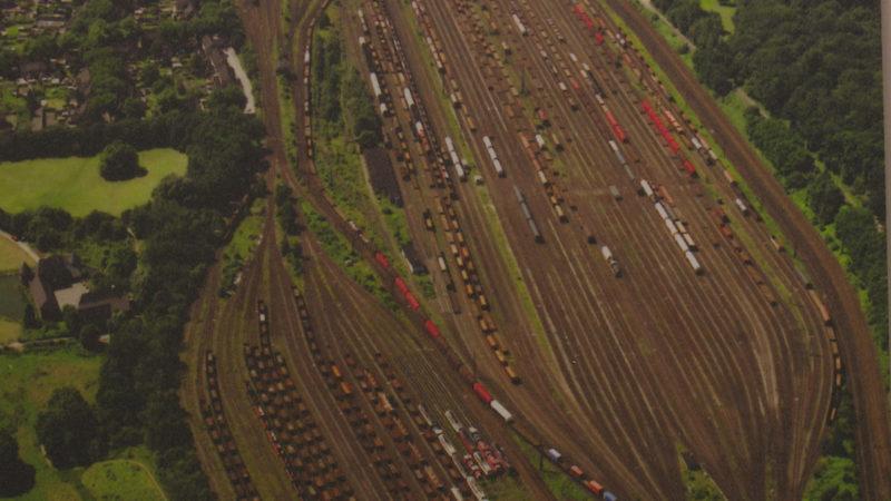 Schrägluftbild der Bahnanlagen Oberhausen-Osterfeld 1998. Quelle: Martin Frank (Foto: SAT.1 NRW)
