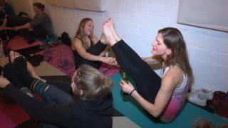 Bier-Yoga (Foto: SAT.1 NRW)