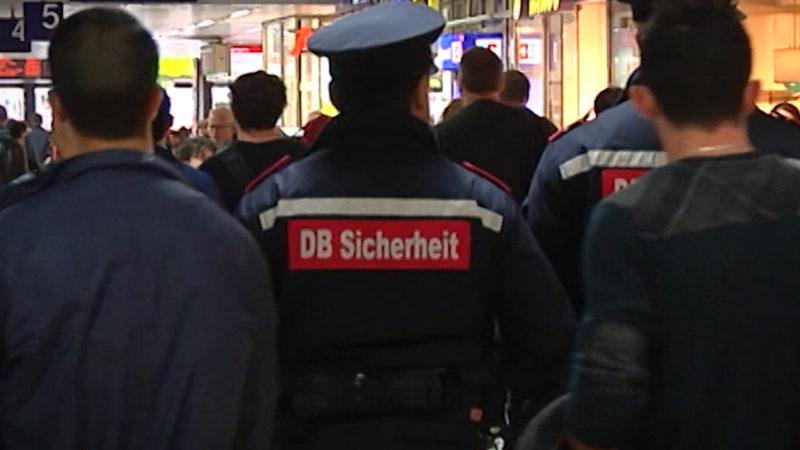 Vorwurf: DB-Mitarbeiter verprügelt Fahrgast (Foto: SAT.1 NRW)