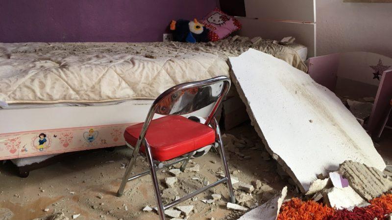 Decke kracht in Kinderzimmer (Foto: SAT.1 NRW)