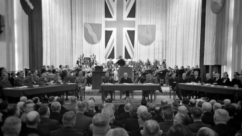 Feierliche Eröffnung des Landtags im Düsseldorfer Opernhaus 1946.  Quelle: Pressebilderdienst C.C. Stachscheid (Foto: SAT.1 NRW)