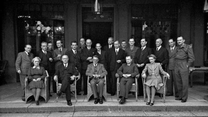 Das Landeskabinett von NRW 1946.  Quelle: Pressebilderdienst C.C. Stachscheid (Foto: SAT.1 NRW)