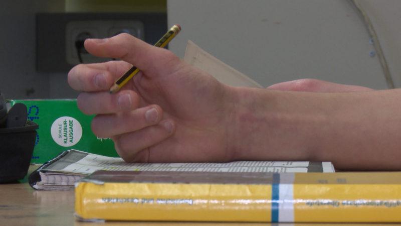 Kein Plan bei Schulauswahl für Flüchtlinge (Foto: SAT.1 NRW)