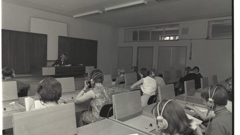 Unterricht im Sprachlabor der Waldschule Leverkusen-Schlebusch 1968.  Quelle: Landespresse- und Informationsamt NRW (Foto: SAT.1 NRW)
