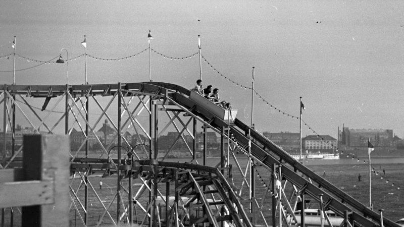 Fahrgeschäft auf der Rheinkirmes in Düsseldorf 1945-1954. Quelle: Pressebilderdienst C.C. Stachscheid (Foto: SAT.1 NRW)