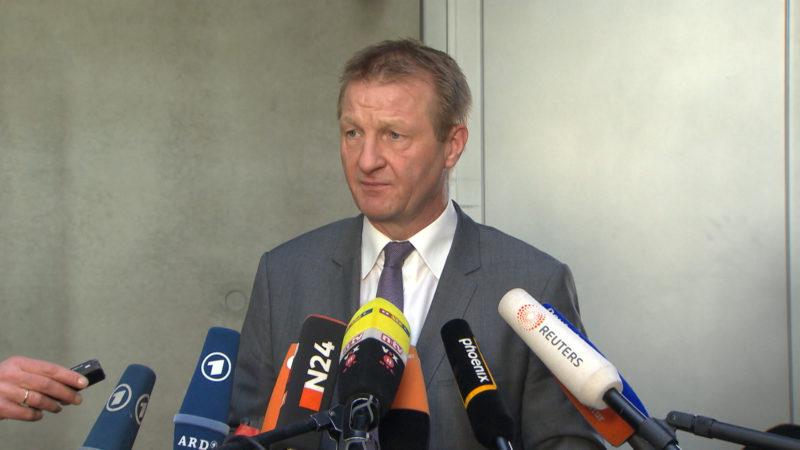 NRW-Innenminister verteidigt seine Behörden (Foto: SAT.1 NRW)