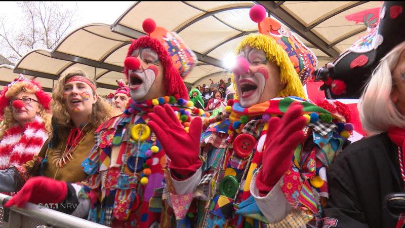 Gemeinsam jeck in die Karnevalssaison (Foto: SAT.1 NRW)