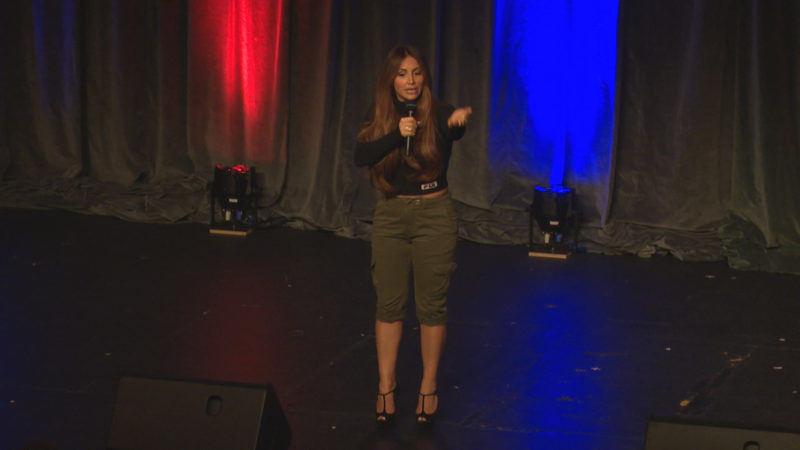 Comedy-Star Enissa Amani mit neuem Bühnenprogramm (Foto: SAT.1 NRW)