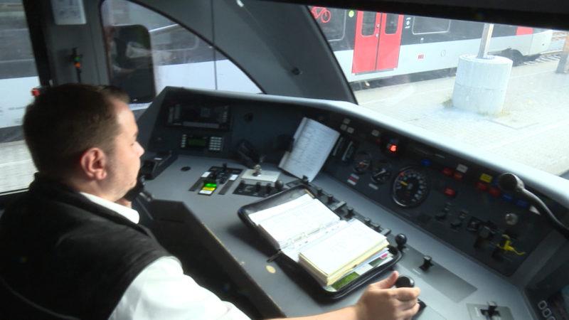 Lokführer lernen energiesparend bremsen (Foto: SAT.1 NRW)